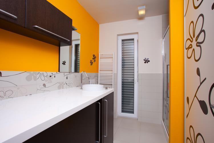 Pločice ili boja u kupatilu